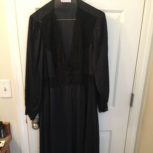 Other - Vintage 1X black robe